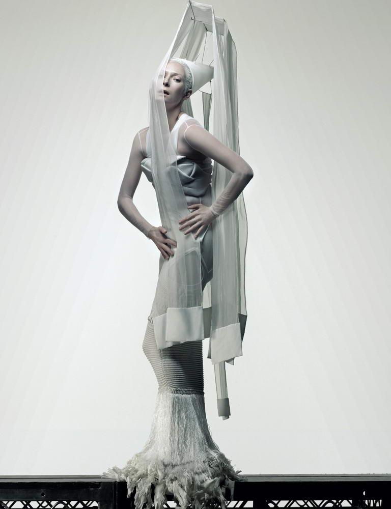 http://fashionbride.files.wordpress.com/2009/03/tilda-swinton-another-magazine-ss09-7.jpg