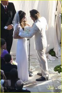 milla-jovovich-wedding-picture-05