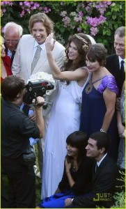 milla-jovovich-wedding-picture-18