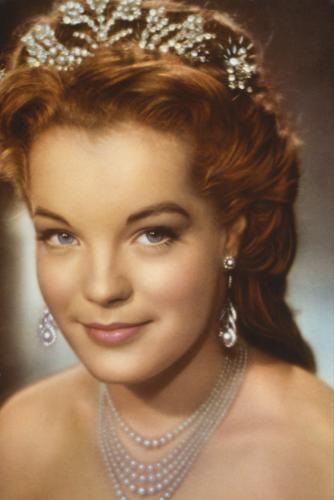 ¿cual es la princesa  más bella de europa? - Página 3 Sissi-10