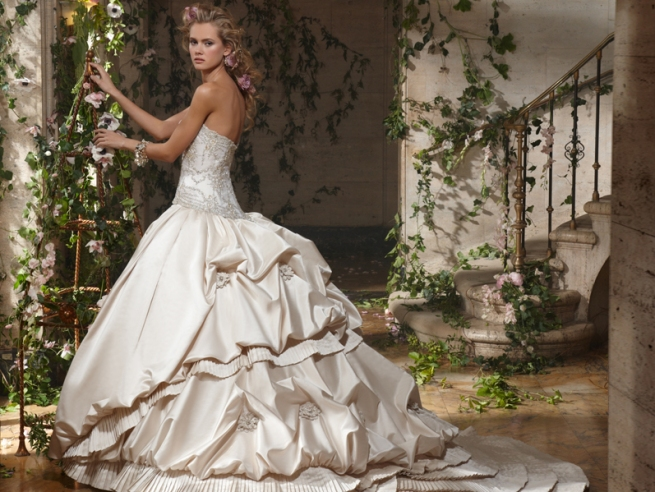 Eve of Milady 2010 Bridal Collection | The FashionBrides