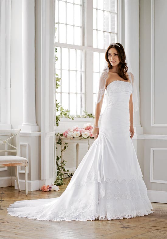David s bridal to offer 40 discount to brides affected by for Wedding dress david bridal
