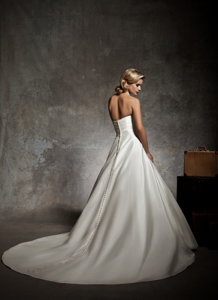 Justin alexander fall 2012 bridal collection ii the for Wedding dress with buttons all the way down