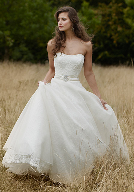 Lyn ashworth 2012 spring bridal collection the fashionbrides for Sarah seven used wedding dress