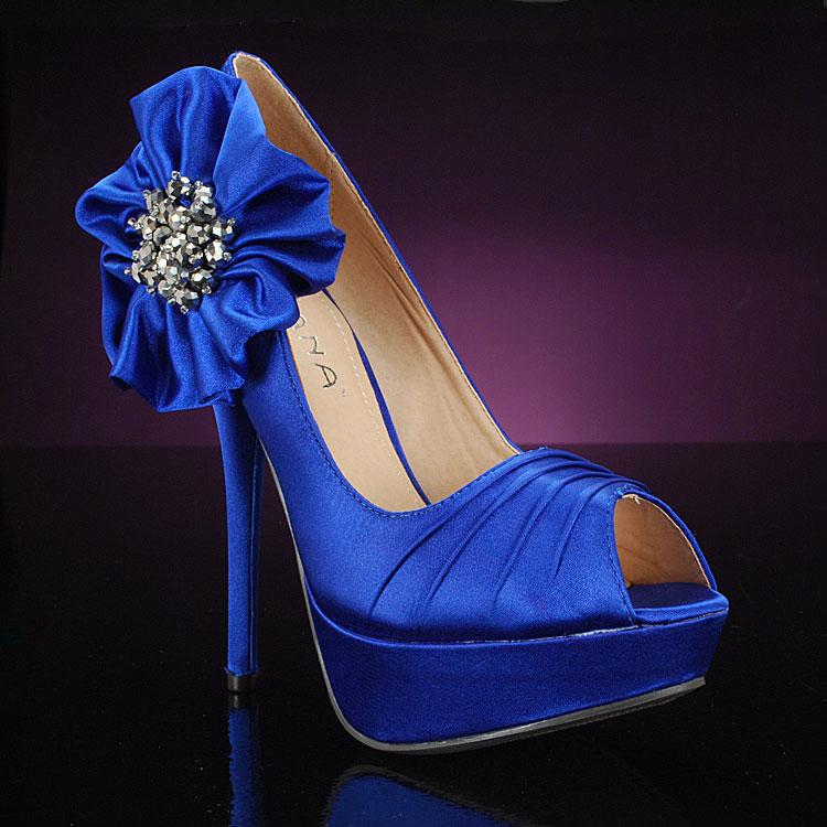 Blue wedding shoes | The FashionBrides