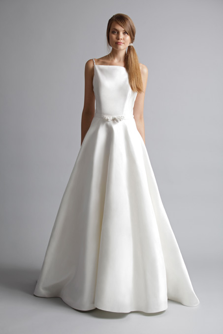 Alyne bridal 2013 spring summer collection the fashionbrides for Wedding dresses that make you look skinny