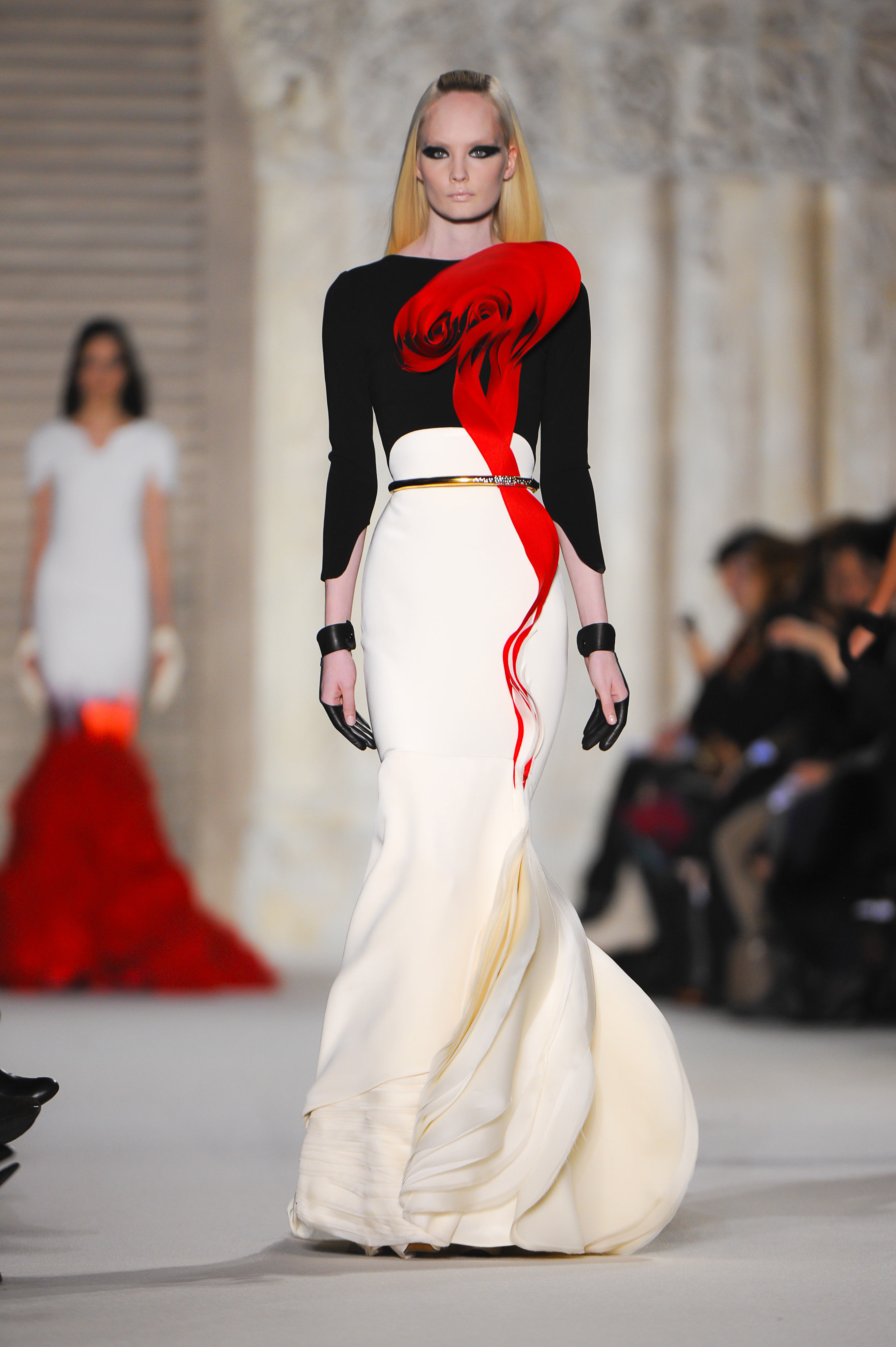 Complete collection stephane rolland spring collection for Haute couture requirements
