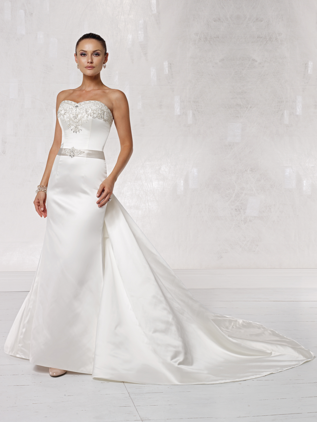 Launched For The Spring 2011 Season New Kathy Ireland Weddings By 2be Designs Include Wedding Dresses Bridesmaid And Mother Of Bride