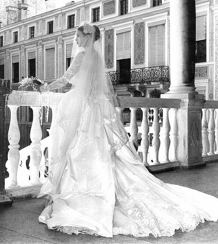 Royal bride grace kelly princess of monaco the for Princess grace wedding dress