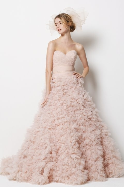 Tips and tricks how to choose a pink wedding dress the for How to pick a wedding dress