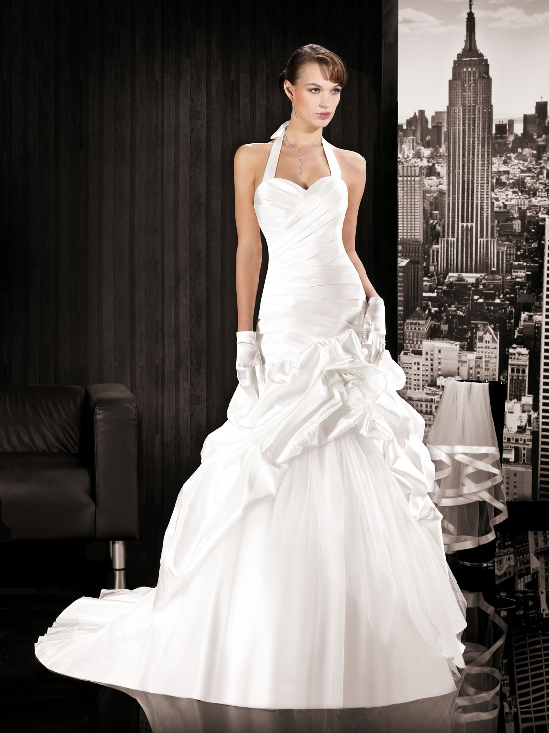 Miss paris 2014 wedding dress 1 the fashionbrides for Wedding dress in paris