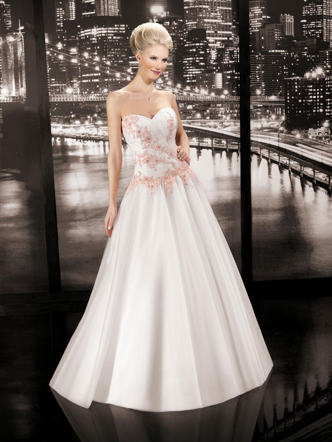 Miss paris 2014 wedding dress 33 the fashionbrides for Wedding dresses in paris france