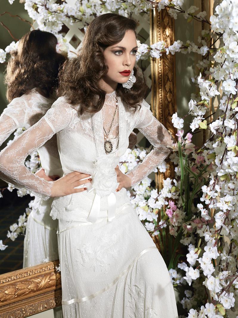 Vintage-Inspired Ivory Lace Wedding Dresses