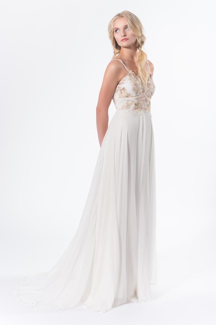 clayre-la-faye-2016-fashionbride-website-dresses-11