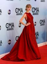 taylor-swift-red-carpet-style-trend (1)