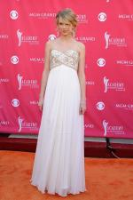 taylor-swift-red-carpet-style-trend (10)