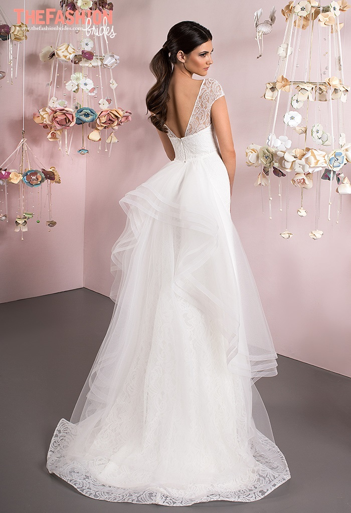 amazing wedding gowns with incredible back details the fashionbrides. Black Bedroom Furniture Sets. Home Design Ideas