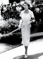 Queen-Elizabeth-II-England-Fashion-Style (13)