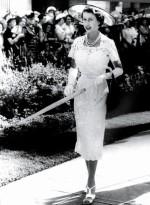 Queen-Elizabeth-II-England-Fashion-Style (13)