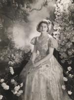 Queen-Elizabeth-II-England-Fashion-Style (3)