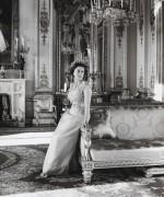 Queen-Elizabeth-II-England-Fashion-Style (4)