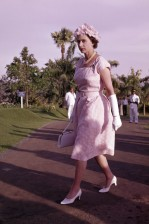 Queen-Elizabeth-II-England-Fashion-Style (5)