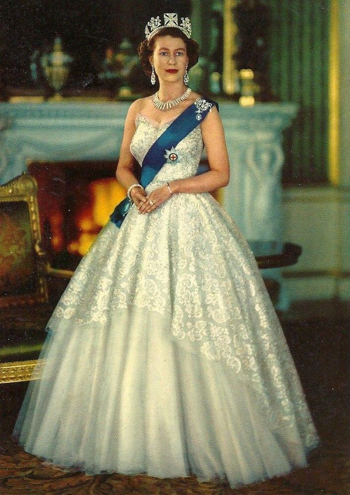 Queen Elizabeth Ii England Fashion Style 8 The
