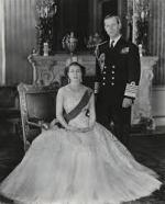 Queen-Elizabeth-II-England-Fashion-Style (9)