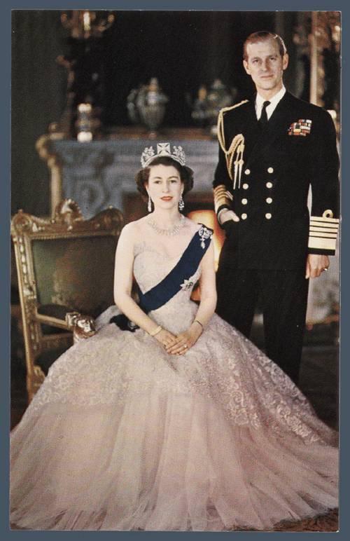Queen-Elizabeth-II-style (1)