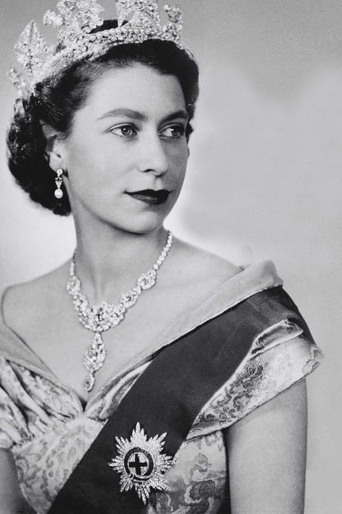 Queen elizabeth ii style 8 the fashionbrides
