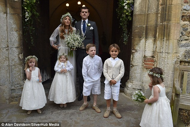 Alexander-Spencer-Churchill-Scarlett-Strutt-Wedding (8)