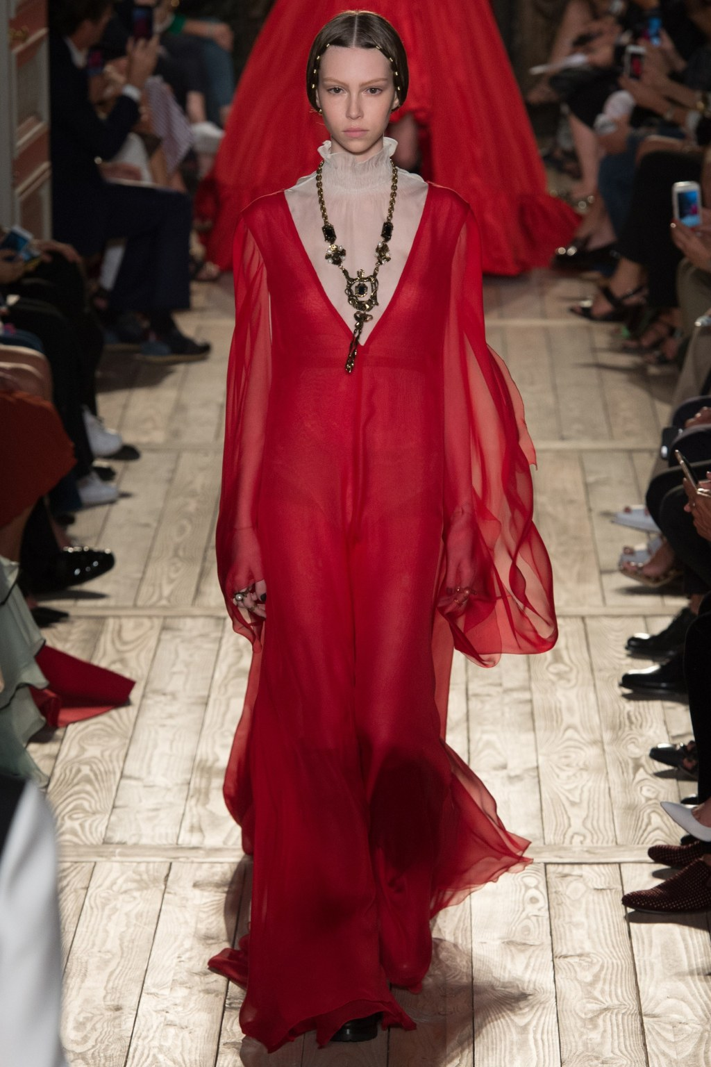valentino-fall-2016-couture-collection-60