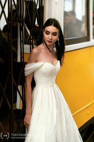 48caa642c96 oksana-mukha-2019-spring-bridal-collection-156