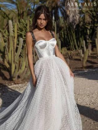 5eca9bb4709 rara-avis-2019-spring-bridal-collection-015